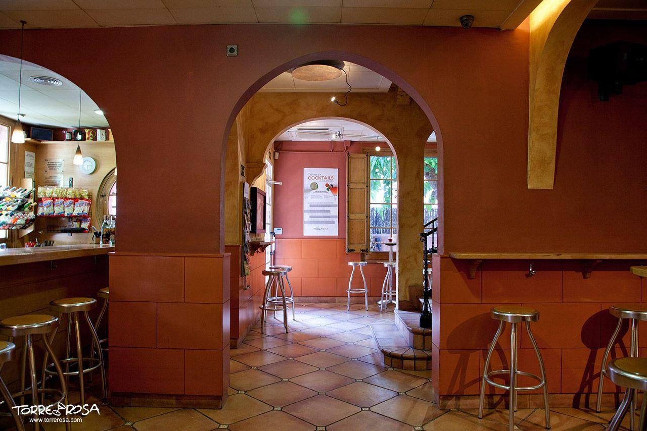 Sala entrada a la coctelería