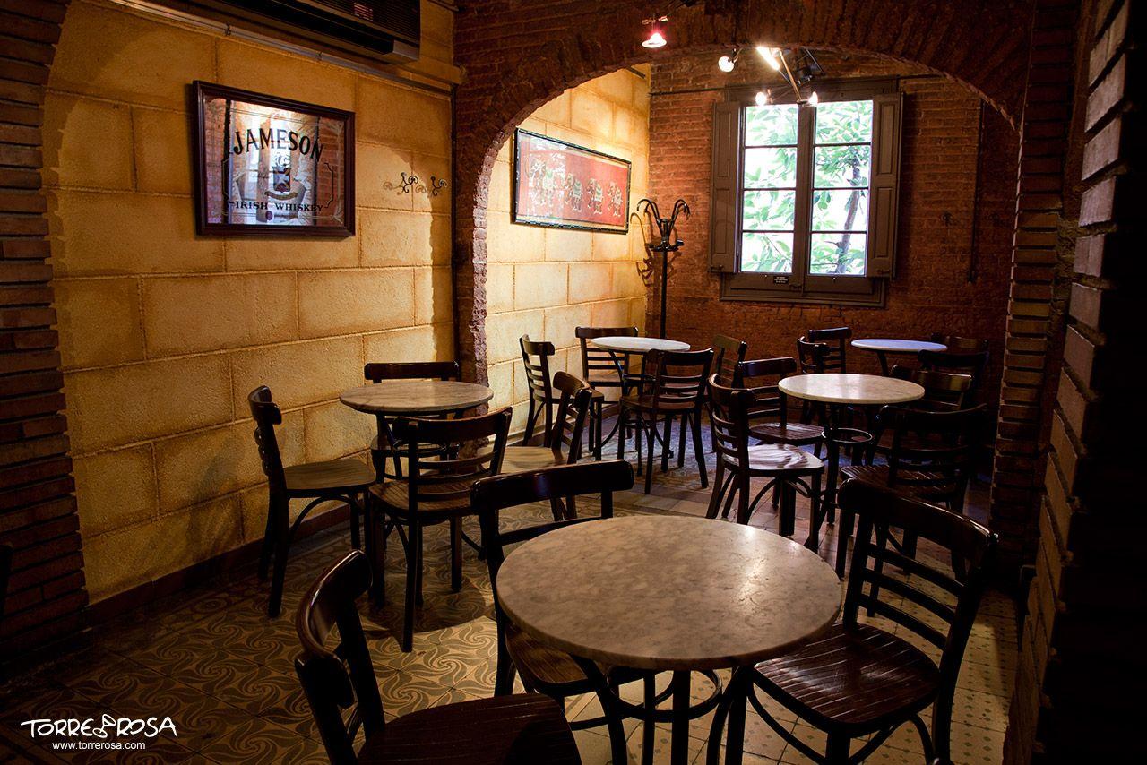 Sala interior de la coctelería