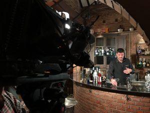 Jordi Reig preparando el cóctel Griezman Chispa