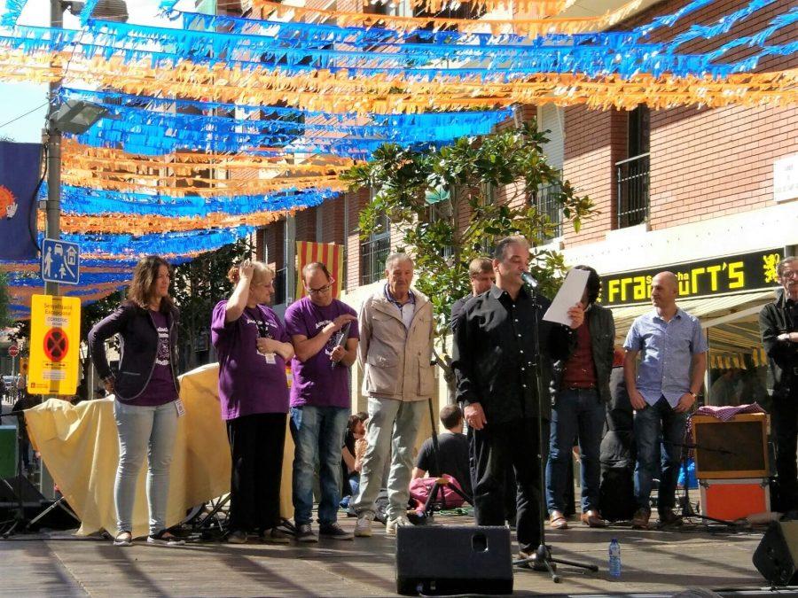 Carles Reig leyendo el Pregón de la Fiesta Mayor del Barrio dels Indians 2017