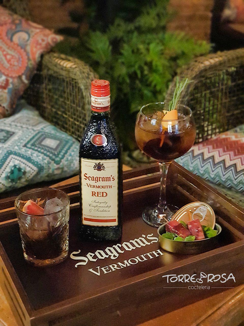 Vaso y copa de Seagram's Vermouth